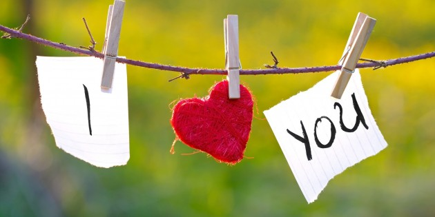 I-heart-you-hanging-Happy-Valentines-Day-2015-Wallpaper